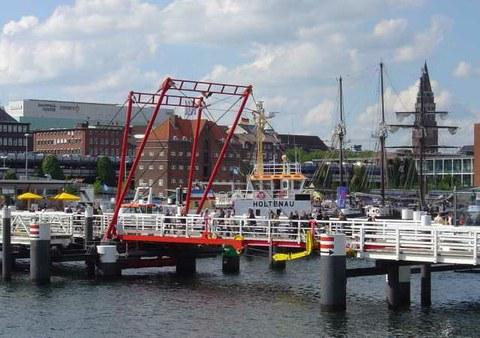 https://commons.wikimedia.org/wiki/Kiel#/media/File:Hoernbruecke.jpg
