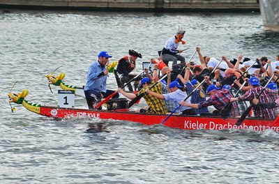 Dragon boat together with colleagues from the faculty of engineering